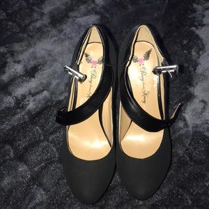 Women's Black platform shoes NWOT